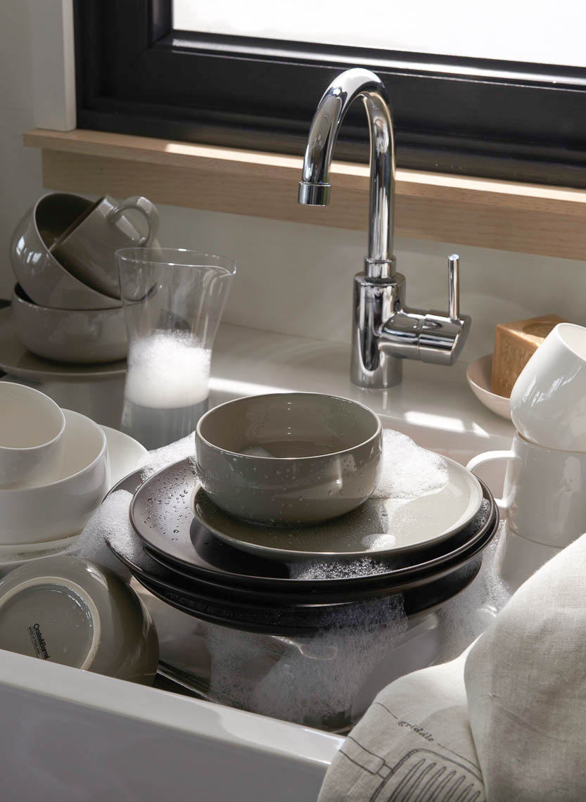 alec-hemer-photography-CB-dishes-in-sink-5