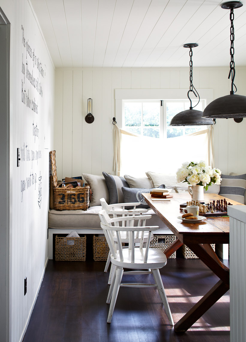 alec-hemer-photography-Dempster-beach-house-dining room
