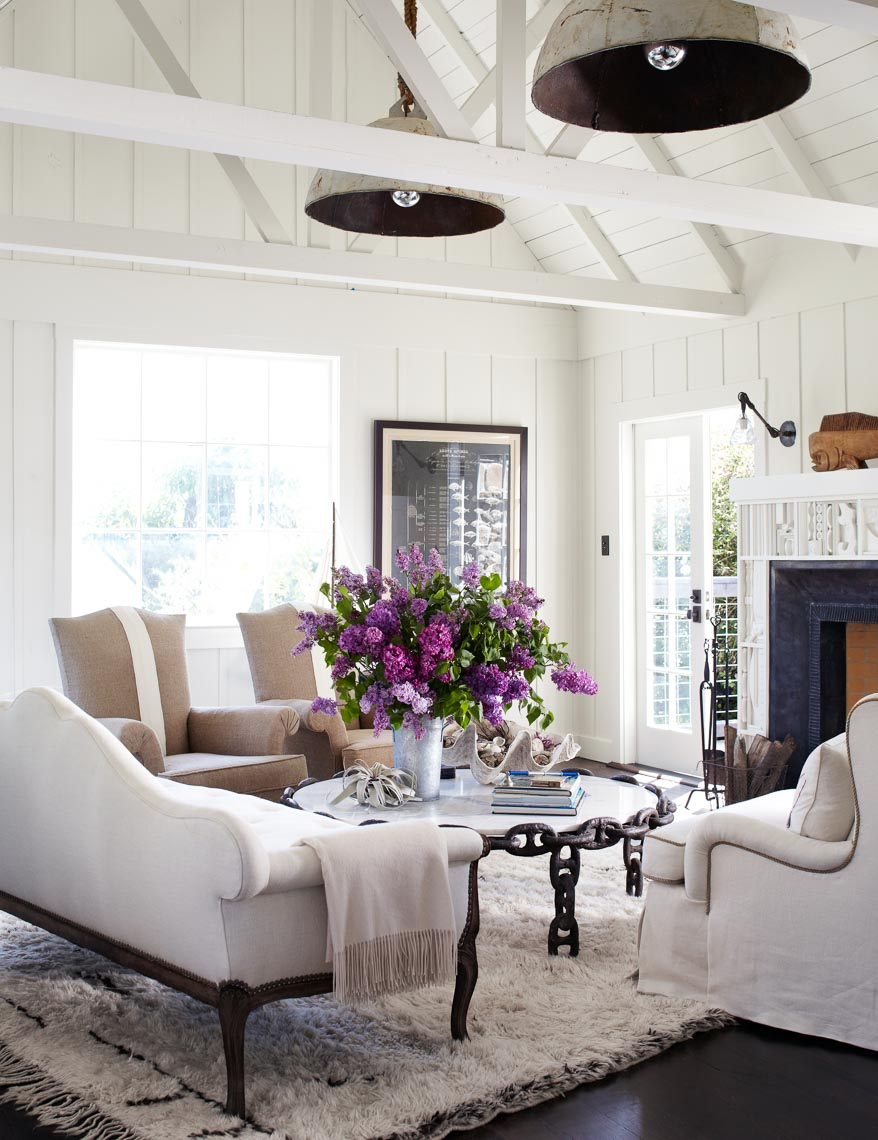 alec-hemer-photography-Dempster-beach-house-white-living-room